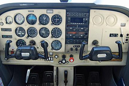 1976 CESSNA 172 SKYHAWK, Price $49,500 00, Rockford, MN, Single